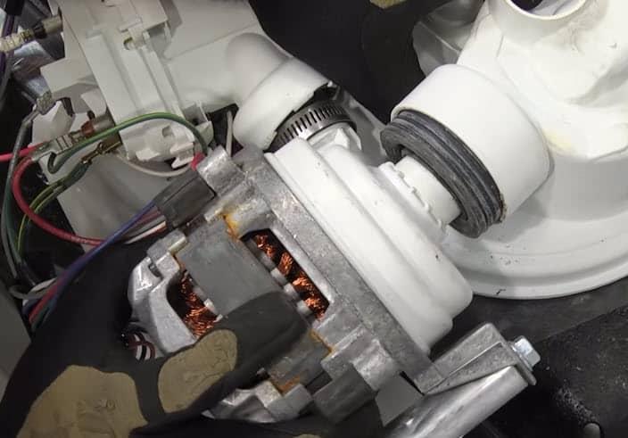 Fallan los rodamientos del motor de la bomba de lavado
